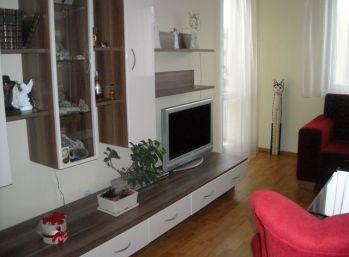 REZERVOVANÉ  Pekný slnečný 3 izbový byt s veľkou loggiou Banská Bystrica....Fončorda