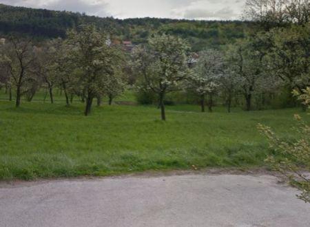 Stavebný pozemok Trenčianske Mitice, 800 m2 + IS / 26.400,- €