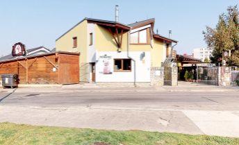 Rodinný dom so zabehnutou reštauráciou, potravinami a veľkým štvorizbovým bytom na poschodí