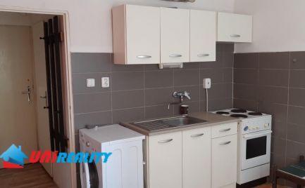 BÁNOVCE nad BEBRAVOU – 1 – izb. byt / blízko centra mesta / čiastočná rekonštrukcia / 34 m2