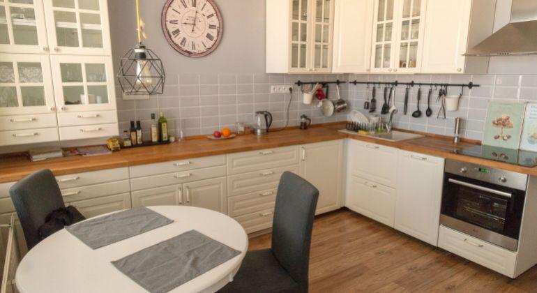 Predaj - krásny, zariadený dvojizbový byt s dvomi loggiami, Bratislava - Petržalka, Znievska ulica
