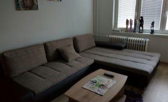 PRENÁJOM 1 - izbový  novo-zrekonštruovaný zariadený byt na ulici Átriovej v Prievidzi.