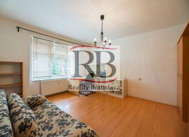 Kompletne zrekonštruovaný 2izbový byt na Trenčianskej ulici v Ružinove