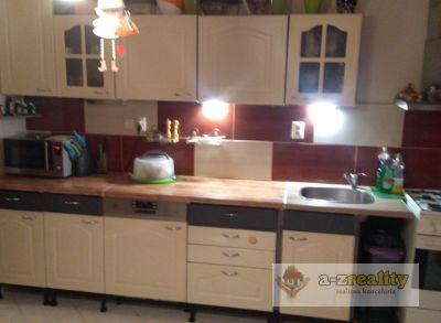 2811 Na predaj veľký 3-izbový byt v Nových Zámkoch