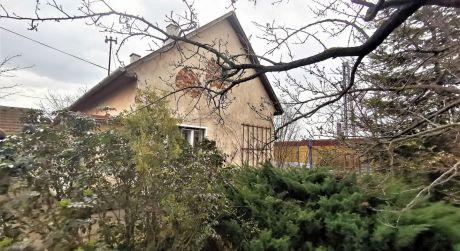 Iba u nás na predaj rodinný dom 2+1, + stavebný pozemok, 1.848 m2, Melčice-Lieskové