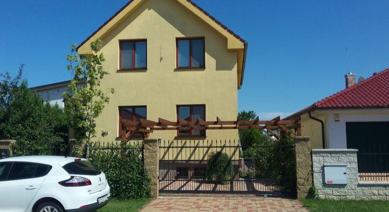 Predaj 4izbovy dom Malinovo, Záhradná ulica