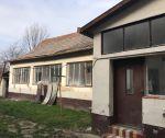Tehlový rodinný dom 6+1, rovinatý pozemok 929 m2, Borčice