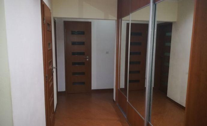Veľký 4 izbový byt po celkovej rekonštrukcii  s dvomi kúpeľňami