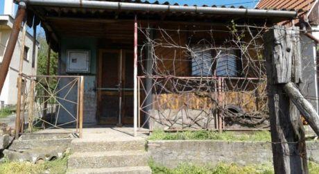 PREDAJ - viničný domček s pozemkom v obci Gbelce.