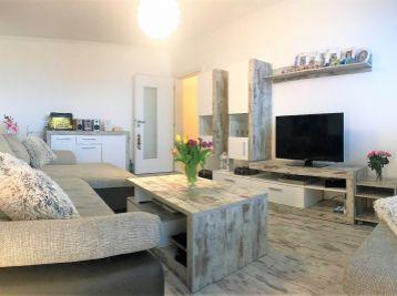 ***REZERVOVANÝ: Zariadený 2 izbový byt s možnosťou prerobenia bytu na 3. izb. v Malackách!!