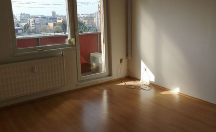 Na predaj pekný veľký 2 izbový byt - možnosť prerobiť na 3 izbový!
