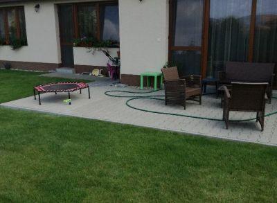 Areté real, Predaj novostavby rodinného domu v novej lokalite v obci Slovenský Grob, Monari