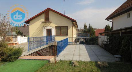 Na predaj udržiavaný 5izb. rod. dom, dvojgaráž, bazén, altánok, pozemok 1.722m2, Nemčice okres Topoľčany