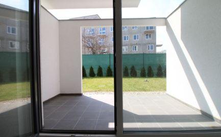 DOM-REALÍT ponúka, Nový 3-izbový byt s predzáhradkou a parkovaním v cene