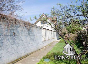 Predaj rodinného domu v Slovenskom Grobe v CENTRE na 1216 m2 pozemku