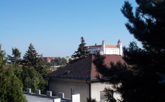 6izb. RD s výhľadom na Hrad a panorámu mesta, BA I., Staré Mesto, ÚP 447m2, pozemok 347m2, 2x garáž, možnosť 2 samostatných bytov a rozšírenia ÚP