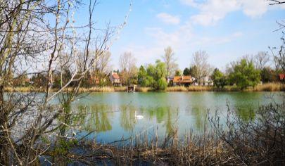 Skvelý stavebný pozemok nad jazerom