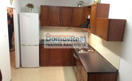 Na prenájom - veľký dvojizbový byt s balkónom – Ružový háj, Dunajská Streda