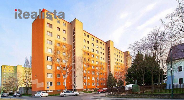 REZERVOVANÉ - Čiastočne zrekonštruovaný 3 izbový byt v centre Šamorína
