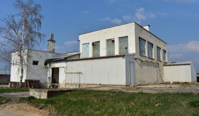 Ponúkame na predaj  priemyselný objekt v obci Hurbanovo!