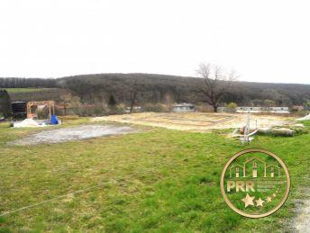 Predaj pozemku 1600m2 v Látkovciach pri Bánovciach n/B.