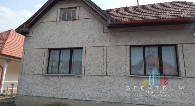 REZERVOVANE-Na predaj 4 izbový rodinný dom, 935 m2, Kolačno, okres Partizánske