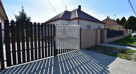 4 - izbový slnečný rodinný dom 100 m2, pozemok 621 m2 - Rajka