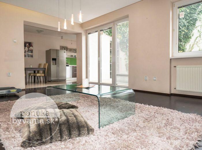 REZERVOVANÉ - KUKLOVSKÁ, 4-i byt, 165 m2 – bývanie ako v RODINNOM DOME s vlastným ÁTRIOM a ZÁHRADKOU