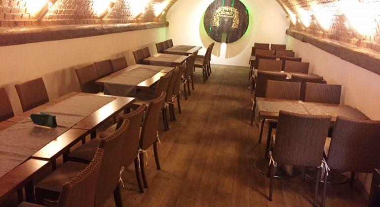 Nice Restaurant for RENT with 2 Apartments / Ponúkame Vám na prenájom reštauráciu v Rakúcku, 2 apartmány v cene nájmu