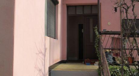 Predaj starší tehlový 3-izb RD v pôvodnom zachovalom stave v Kolárove tichá ulička..ODPORÚČAM!