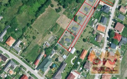 Predaj: pozemok Veľká Paka, vhodný  pre 5 rodinných domov, VIS pred pozemkom