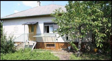 Ponúkame na predaj rodinný dom v obci Kamenný Most.