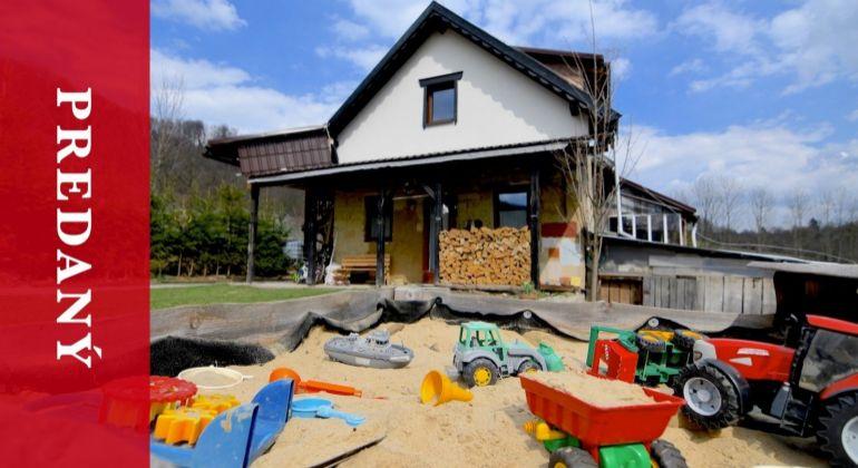 REZERVOVANÝ: Predaj domu z prírodných materiálov - 700 m2 pozemku - Kotrčiná Lúčka - Žilina