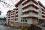 PRENÁJOM : nezariadený veľký 3 izbový byt v novostavbe v centre mesta s parkovaním v podzemnej garáži