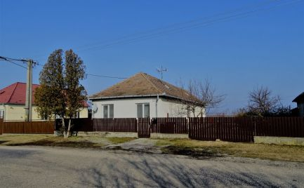 4-izbový rodinný dom s veľkou záhradou v obci Baka