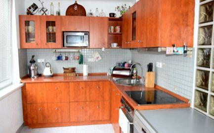 DMPD real ponúka na predaj krásny slnečný 3-izbový byt o rozlohe 82m2 po kompletnej rekonštrukcii na sídlisku Zapotôčky.
