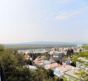 STARBROKERS- predaj - Lukratívny pozemok s výhľadom na Dunaj, Staré mesto, ul. Královské údolie