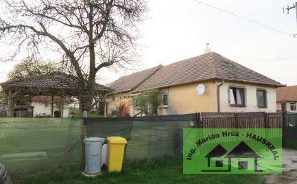 EXKLUZÍVNE!!Pekný 3-izbový dom, pozemok 35 m x 100 m, altánok, letná kuchynka, garáž, Iňa