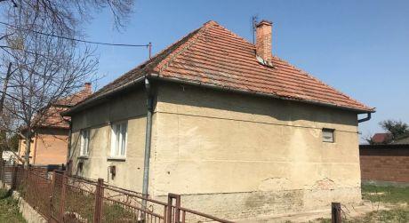 Predaj - 2 izbový rodinný dom v Moči 200 m od Dunaja