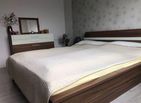 3 izbový byt s balkónom Topoľčany / klimatizácia  / centrum