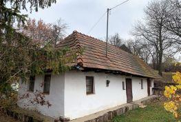 MAĎARSKO - REGEC ZREKONŠTRUOVANÁ ROMANTICKÁ CHALUPA VRÁTANE ZARIADENIA, POZEMOK 568M2.