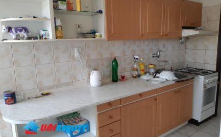 BÁNOVCE nad BEBRAVOU – 4 – izb. byt / centrum MESTA / čiastočná rekonštrukcia