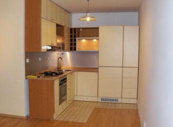 Tehlový 2 izbový byt v pokojnom prostredí