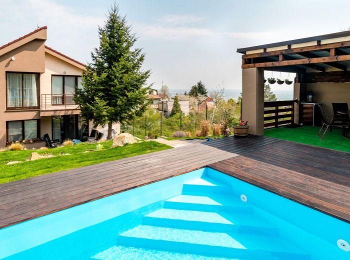ZVONČEKOVÁ, 6-i dom, 453 m2 - HI-TECH zariadenie, úbočie Malých Karpát, BAZÉN, terasa, 4 BALKÓNY