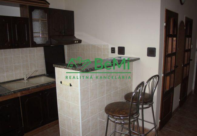 REZERVOVANÉ !! Predáme zrekonštruovaný 1 izbový byt s balkónom - Zlaté Moravce (745-111-AFI)