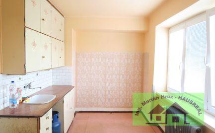 Pekný slnečný 3-izbový byt, 70 m2, 2 balkóny , 2 pivnice, výhodná poloha, Levice