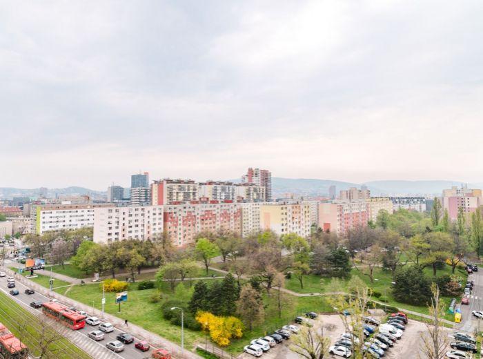 ZÁHRADNÍCKA, 4-i byt, 173 m2 - LOGGIA aj TERASA, zariadený, IHNEĎ VOĽNÝ, jazero Štrkovec, DVOJGARÁŽ