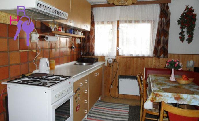 Na predaj pozemok s celoročne obytnou 2 izbovou chatkou, len 15 km od Nitry v obci Čab.
