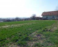 Veľký, slnečný pozemok - obec Trenčianska Turná , časť Hámre.