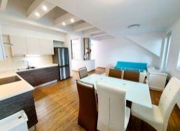 Veľký, zariadený 2 izbový BYT – novostavba V CENTRE SENCA